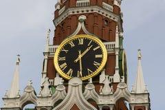 Klok op de toren van Moskou het Kremlin Stock Foto