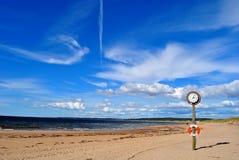 Klok op het strand Royalty-vrije Stock Afbeeldingen