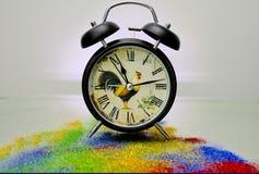 Klok op kleur stock afbeelding