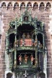 Klok van het nieuwe Stadhuis in München Stock Foto