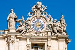 Klok van St Peter basiliek, Vatikaan, Italië Stock Fotografie