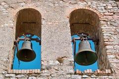 Klokken in een oude kerktoren Stock Afbeeldingen
