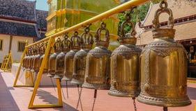 Klokken in een tempel stock afbeeldingen