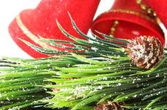 Klokken en Kerstmisboom Royalty-vrije Stock Afbeeldingen
