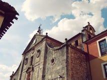 Klokken en Voorgevel Oude Kerk in Spanje Royalty-vrije Stock Afbeeldingen