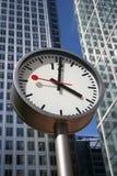 Klokken en Wolkenkrabbers Royalty-vrije Stock Foto's