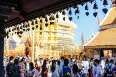 Klokken op het dak van Wat Phrathat Doi Suthep Stock Afbeeldingen