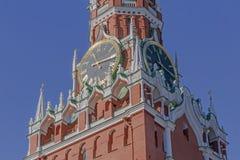 Klokken op Spasskaya-Toren van Moskou het Kremlin royalty-vrije stock afbeelding