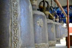 Klokken in Thaise tempel Royalty-vrije Stock Foto's
