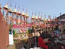 Klokken voor verkoop op Woensdagvlooienmarkt in Anjuna, Goa, India royalty-vrije stock afbeeldingen