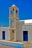 Klokketoren bij blauwe hemel op Milos-eiland Royalty-vrije Stock Foto