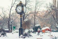 Klokketoren in Cismigiu-park, Boekarest in wintertijd Royalty-vrije Stock Afbeelding