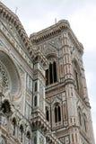 Klokketoren door GIOTTO dichtbij Duomo van Florence in Italië wordt geschilderd dat royalty-vrije stock fotografie