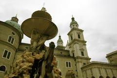 Klokketoren en fontein royalty-vrije stock afbeelding