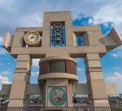 Klokketoren en klok van de Basiliek van Onze Dame Guadalupe in Mexico-City Stock Foto