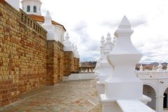 Klokketoren en kupola van San Felipe Neri Monastery bij Sucre, Bol stock fotografie