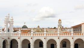 Klokketoren en kupola van San Felipe Neri Monastery bij Sucre, Bol stock foto's