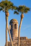 Klokketoren en Palmen Stock Afbeelding