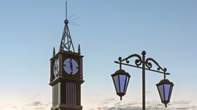 Klokketoren op de witte achtergrond van de nachthemel royalty-vrije stock foto