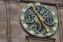Klokketoren op het stadhuis van Hamburg Royalty-vrije Stock Foto's