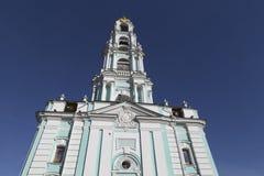 Klokketoren in SAM-sergeiabdij, Russische federatie Royalty-vrije Stock Foto's