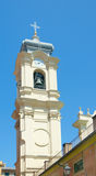 Klokketoren van Basiliek parrocchiale Di Santa Margherita d'Antiochia- Stock Fotografie