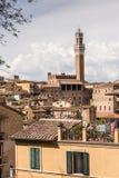 Klokketoren van het Dorp van Toscanië Royalty-vrije Stock Fotografie