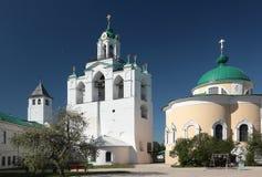 Klokketoren van het klooster spaso-Preobrazhensky in Yaroslavl, Rusland Stock Foto's