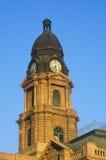 Klokketoren van historisch gerechtsgebouw in ochtendlicht, Voet Waarde, TX royalty-vrije stock fotografie