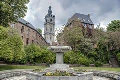 Klokketoren van Mons in België stock afbeelding