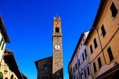 Klokketoren van Palazzo-dei Priori in Montalcino, Val D 'Orcia, Turkije royalty-vrije stock afbeeldingen