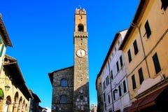 Klokketoren van Palazzo-dei Priori in Montalcino, Val D ` Orcia, Turkije stock foto's