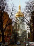 Klokketoren van St Sophia ` s Kathedraal, mening van Sofiyivska-Straat Kyiv, de Oekraïne stock foto