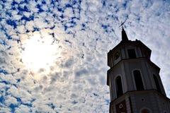 Klokketoren in Vilnius stock afbeeldingen