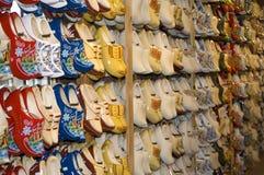 Klompen - zapatos de madera holandeses Imágenes de archivo libres de regalías