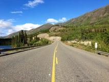 Klondikeweg dichtbij Whitehorse, Yukon, Canada Stock Foto's