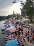 Klong hae som svävar marknaden på hatyaien Arkivbild