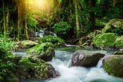Klong LAN-vattenfall, härlig vattenfall i rainforest på Kampan Royaltyfri Bild