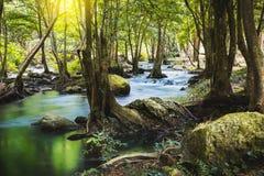 Klong LAN-vattenfall, härlig vattenfall i rainforest på Kampan Royaltyfri Fotografi