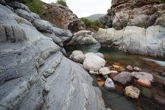 Kloof bij Fango-rivier, dichtbij Galeria-dorp, Corsica, Frankrijk Royalty-vrije Stock Foto's