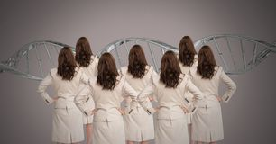 Kloonvrouwen met genetische DNA stock fotografie