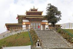 Klooster bij de Dochula-Pas, Bhutan stock afbeelding