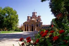 Klooster en rozen Royalty-vrije Stock Afbeeldingen