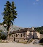 Klooster in het bergengebied Tzoumerka, Griekenland, bergen royalty-vrije stock afbeeldingen