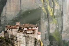 Klooster met een zonnesteek in Meteora - Griekenland Royalty-vrije Stock Foto's