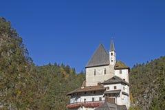 Klooster van San Romedio in Val di Non stock fotografie