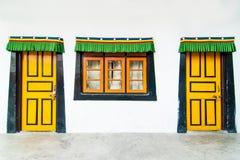 Kloosterdeuren en vensters Royalty-vrije Stock Foto's