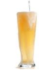 Klopfendes blondes Bier Stockfoto