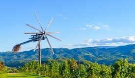 Klopotec, route slovène de vin de moulin à vent traditionnel authentique et attraction locale uniques en Slovénie Photos stock