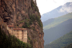 Kloster auf Klippe Lizenzfreies Stockbild